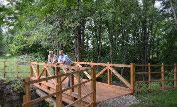 Daugavas lokos atjaunots kājāmgājēju un velosipēdistu tiltiņš pār Bornes upi