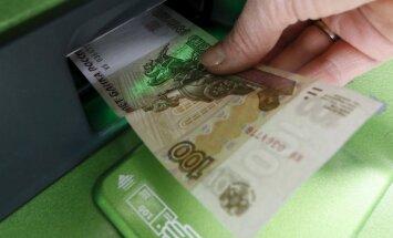 Krievija pirmo reizi trīs mēnešos samazina procentu likmi