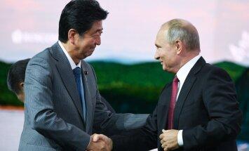 Putins ierosina Krievijai un Japānai jau šogad parakstīt miera līgumu