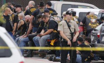 Pēc asiņainās baikeru apšaudes Teksasā apsūdzības draud 192 cilvēkiem