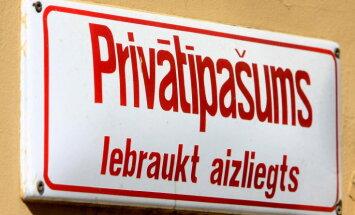Сегодня будем ломать вашу дверь. Как Латвия отмечает 25 лет с начала денационализации жилья