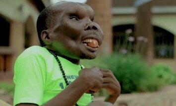 Āfrikas neglītākais vīrietis astoto reizi kļuvis par tēvu
