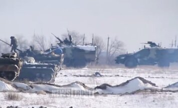 Video: Krievijas militārā tehnika izvēršas Donbasā