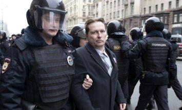 Video: Maskavā aiztur 40 'opozīcijas pastaigas' dalībniekus; arī nepilngadīgos