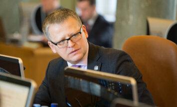 KNAB ar 200 eiro par interešu konfliktu sodījis eksministru Belēviču