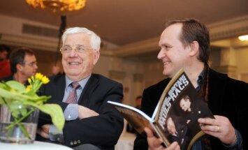 Fotoreportāža: Raimonds Pauls un Guntars Račs prezentē 100 dziesmu nošu grāmatu