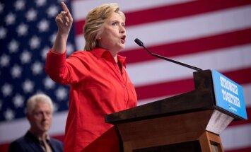 """Клинтон призвала Трампа """"раскрыть его связи с Кремлем"""""""