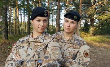 NBS dvīnes Inita un Iveta: armijā nav tāda dzimuma, kam būtu vieglāk