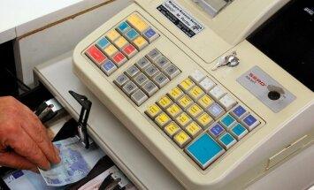 Kases aparātu reforma var piespiest uzņēmējus slēgt veikalus, vēsta raidījums