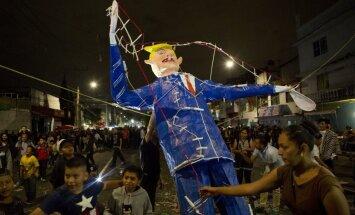 Foto: Meksikā Lieldienās dedzina Trampa lelli un briesmoņus