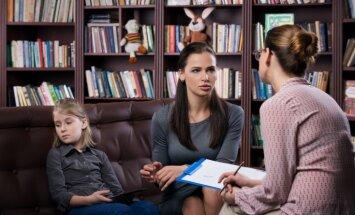 Sešas tipiskas vecāku kļūdas, kas pilnīgi droši sabojās attiecības ar bērna skolotāju