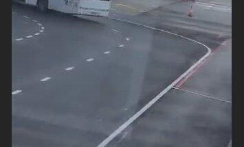 Video: Nesaudzīga attieksme pret pasažieru bagāžu Rīgas lidostā