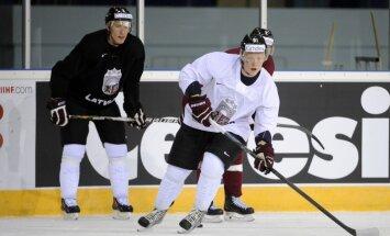 Foto: Latvijas hokeja izlase ledus treniņu aizvada nepilnā sastāvā