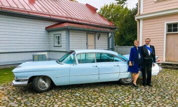 Ilvess prezidenta rezidenci pamet klasiskā 'Cadillac' limuzīnā