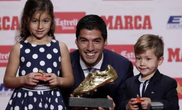 Barcelona Luis Suarez with daughter Delfina and Benjamin
