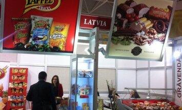 Fotoreportāža: Latvijas uzņēmumi sevi atrāda lielākajā Krievijas pārtikas izstādē