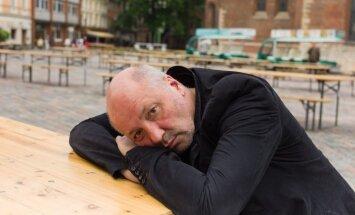 Bijušais 'Komersant' vadītājs pametis Krieviju un prognozē tās nākotni: 'Ja ne Putins, tad kāds atsaldētais'