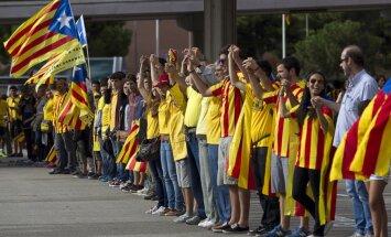 Spānijai ir tiesības Katalonijā lietot armiju, spriež eksperti