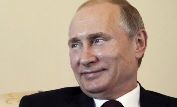 'Pazudušais' Putins Sanktpēterburgā sācis tikšanos ar Kirgizstānas prezidentu