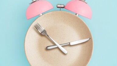 'Fastings 8/16' jeb daļēja badošanās: diētas ieguvumi, iespējamie riski un pieredze