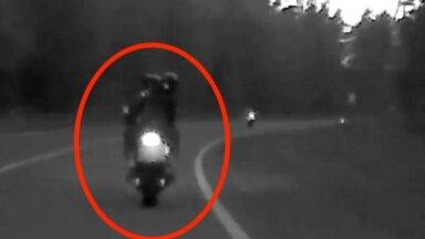 Ventspils novadā motociklists ar pasažieri naktī traucies ar 204 km/h