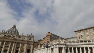 Vatikāns noliedz, ka būtu tuvu bankrotam