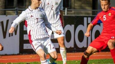 Latvijas U-19 futbolisti spēles izskaņā gūst vajadzīgos trīs vārtus; kvalificējas EČ elites kārtai