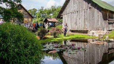 Fotopastaiga pa Alūksnes novada skaistākajiem dārziem