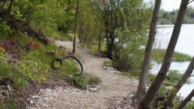 Foto: Doles salā izveidota jauna izziņas un pastaigu taka