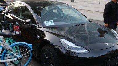 'Tesla' automašīnu pārdošanas apjomi sasniedz jaunu rekordu