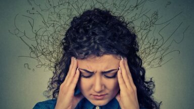 Пугающие мысли. Психотерапевт назвал 4 бесполезных мифа о тревоге