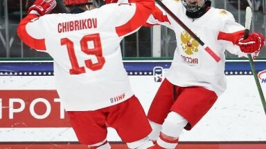 Krievijas un Kanādas hokejisti iekļūst pasaules U-18 čempionāta finālā