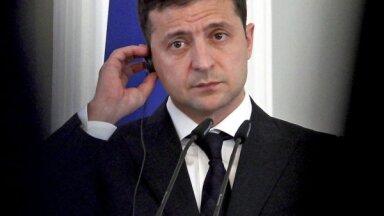 Kritusies Ukrainas prezidenta Zelenska popularitāte
