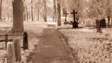 Laiks zosādai! Laipni lūgti veļu, ēnu, spoku valstībā – kapsētā