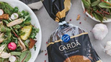 Сытный скандинавский салат с ржаными сухариками на ужин