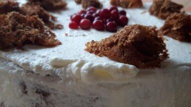 Vienkāršā rupjmaizes kārtojuma torte