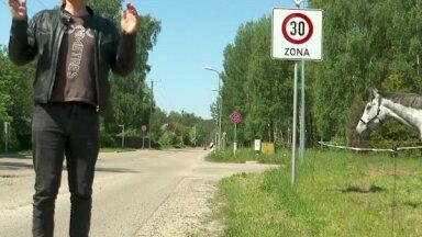 'Zebra': Latvijā zīmēm ticēt nevar – Saulkrastos tās sastādītas bez kādas jēgas