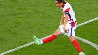 Anglija triumfē apakšgrupā; Horvātija 'aplauž spārnus' Skotijai