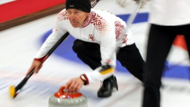Latvijas kērlingisti spēles galotnē piekāpjas Ungārijai