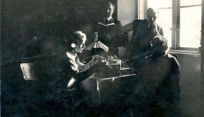 1925. gads: Čakste ievēlēts uz otro termiņu, muižnieki grib naudu, Vācijā iznāk 'Mein Kampf'