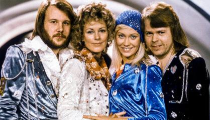 """1974 год: Мир начинает собирать Кубик Рубика, читать Кинга и ездить на """"Гольфе"""""""