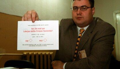 2003. gads: Referendums par dalību ES, pārvēl Vairu Vīķi-Freibergu, sākas digitālās televīzijas skandāls