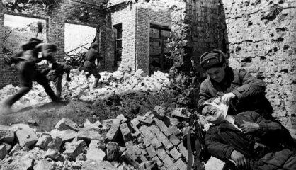 1943. gads: Vācu okupācija, Latviešu leģions, spoku lidmašīnas