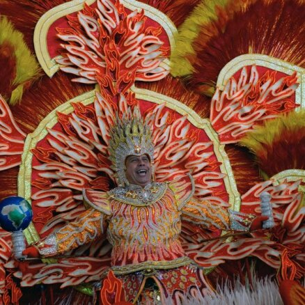 devushki-seks-brazilskiy-karnaval-nagishom-tolstie-video-porno