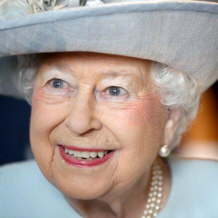 СМИ узнали клички новых корги Елизаветы II