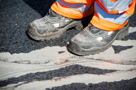 Autovadītājiem jārēķinās ar ceļu remontdarbiem