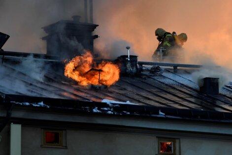 Talsu novadā hospitalizē kaimiņu izglābtu ugunsgrēkā cietušo