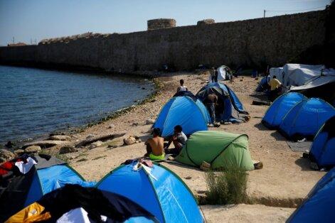 ЕС намерен переселить беженцев в Греции из лагерей в квартиры