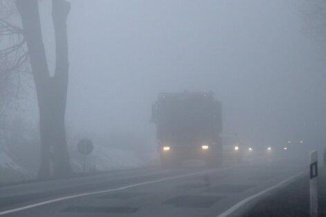 Redzamību var apgrūtināt migla un lietus; ceļi var būt slideni