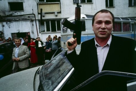 Čečenu kāzās vīriešiem aizliedz šaut, sievietēm – griezt torti